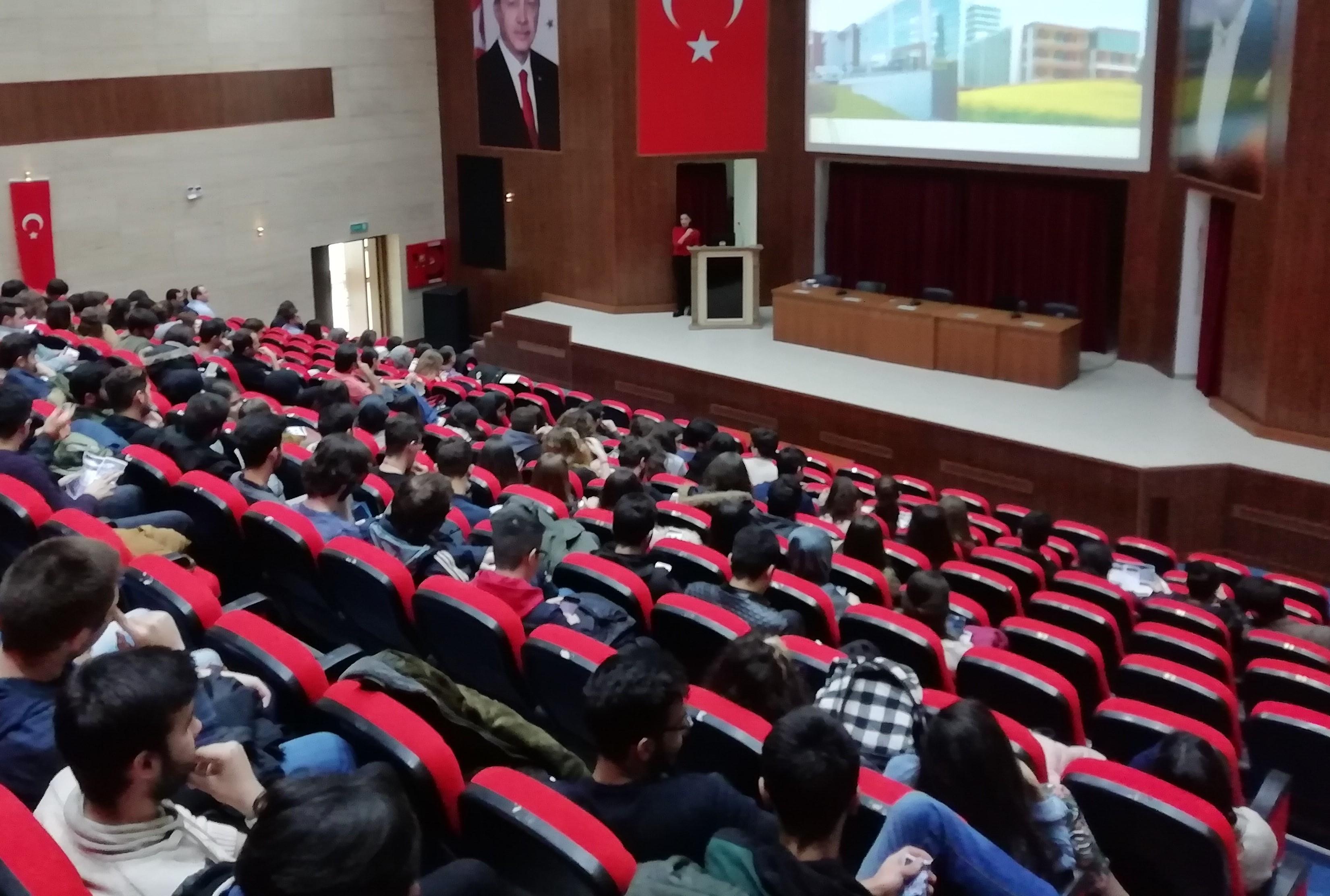 Sağlık Hizmetleri Meslek Yüksekokulu ve Yabancı Diller Yüksekokulunda Kariyer Eğitimleri Düzenlendi.
